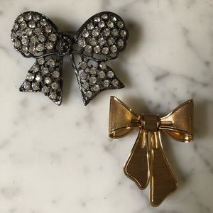 🔥 Set of 2 Vintage Rhinestone Gold Tone Brooches